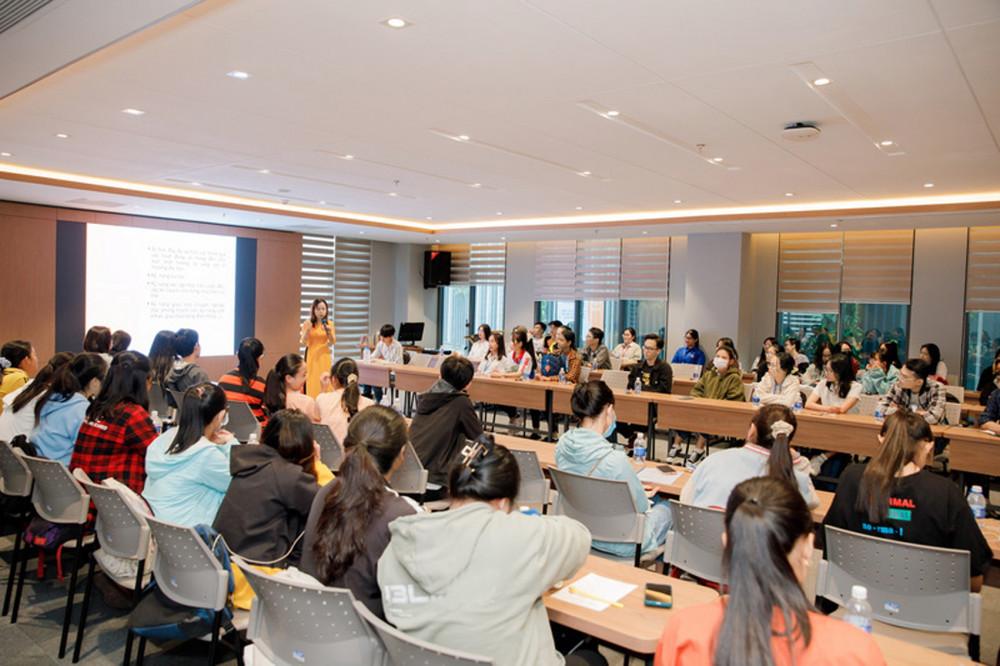 Toàn bộ sinh viên hệ đại trà của Trường đại học Kinh tế TP.HCM được học chương trình tiên tiến quốc tế  Ảnh: Thanh Thanh