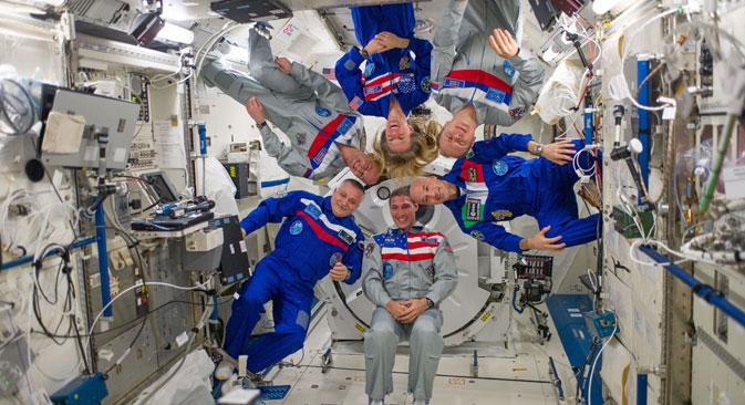 Các phi hành gia từ Nga và Mỹ hợp tác với nhau suốt nhiều năm trên trạm không gian ISS