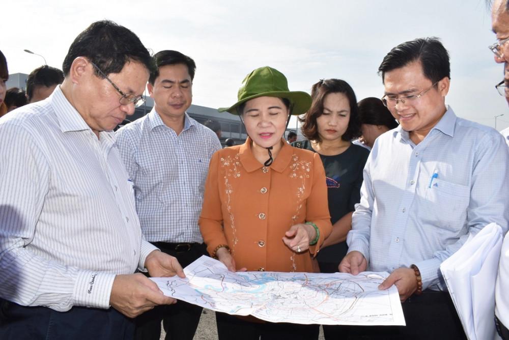 Bà Nguyễn Thị Lệ - Phó bí thư Thành ủy, Chủ tịch HĐND TP.HCM - trong một cuộc giám sát dự án giao thông