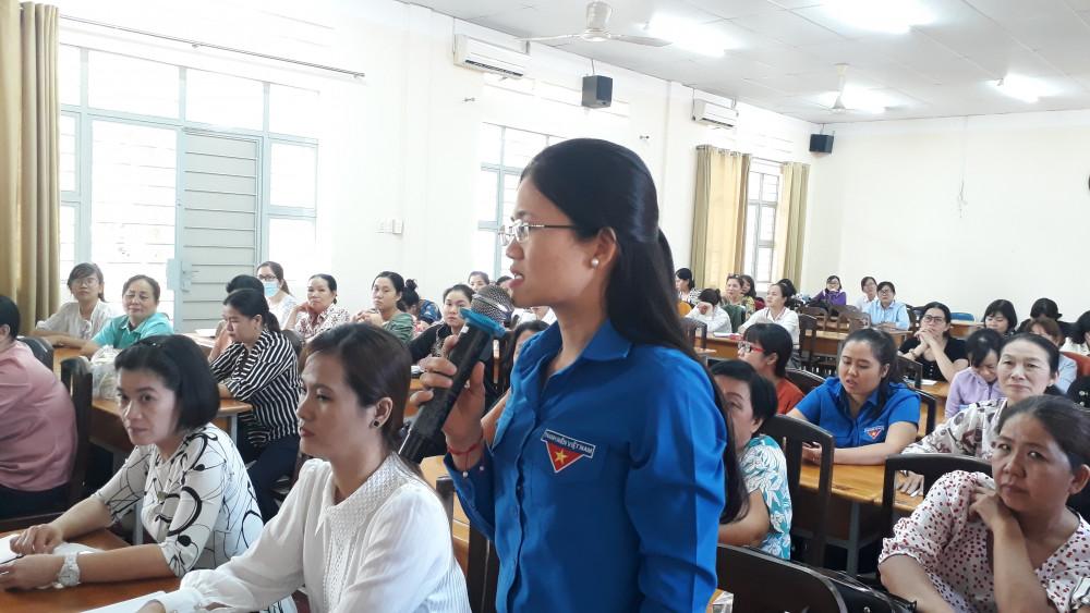 Bà Nguyễn Thị Thanh Hằng, Bí thư huyện Đoàn huyện Nhà Bè đã đặt ra nhiều thắc mắc trong lần đầu tiên tham gia vào quá trình ứng cử HĐND huyện Nhà Bè: