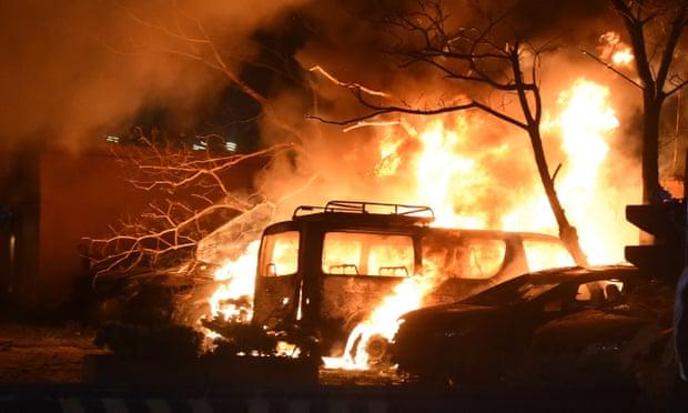 Hiện tượng vụ nổ bom tại khách sạn ở Pakistan làm 4nguoiwf chết.