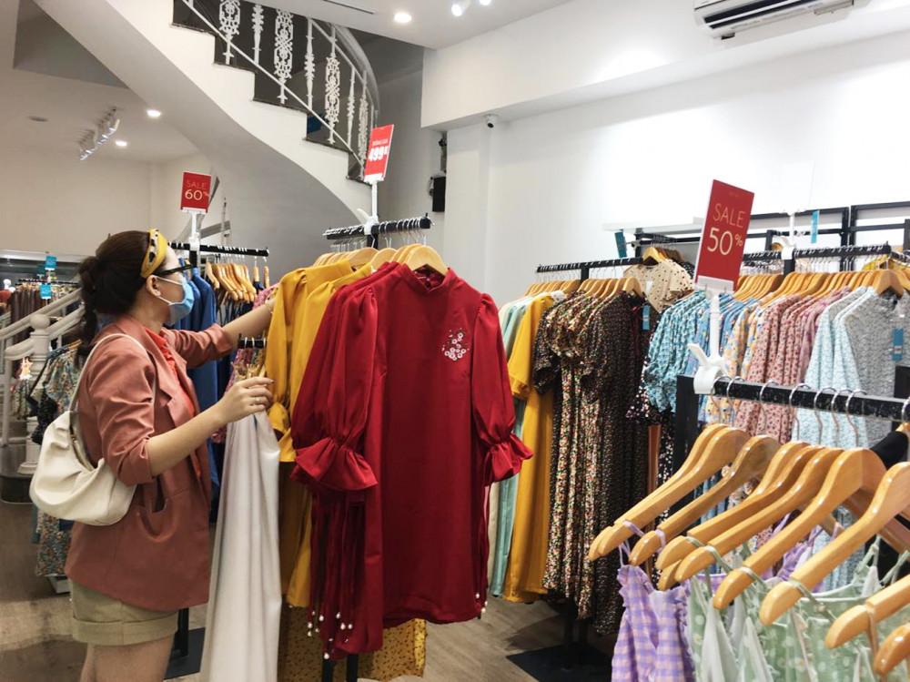Các chuyên gia cho rằng, thời trang Việt sẽ sớm phục hồi nếu quan tâm khâu thiết kế và giá cả - Ảnh: Nguyễn Cẩm