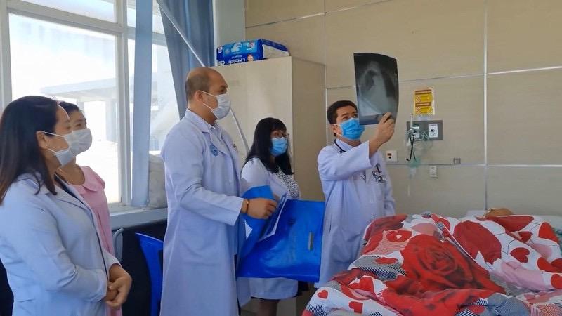 Ngày 22/4, GS - TS Nguyễn Thanh Long, Ủy viên trung ương Đảng, Bộ trưởng Bộ Y tế đã có cuộc họp trực tuyến với ngài Mam Buncheng - Bộ trưởng Bộ Y tế Campuchia