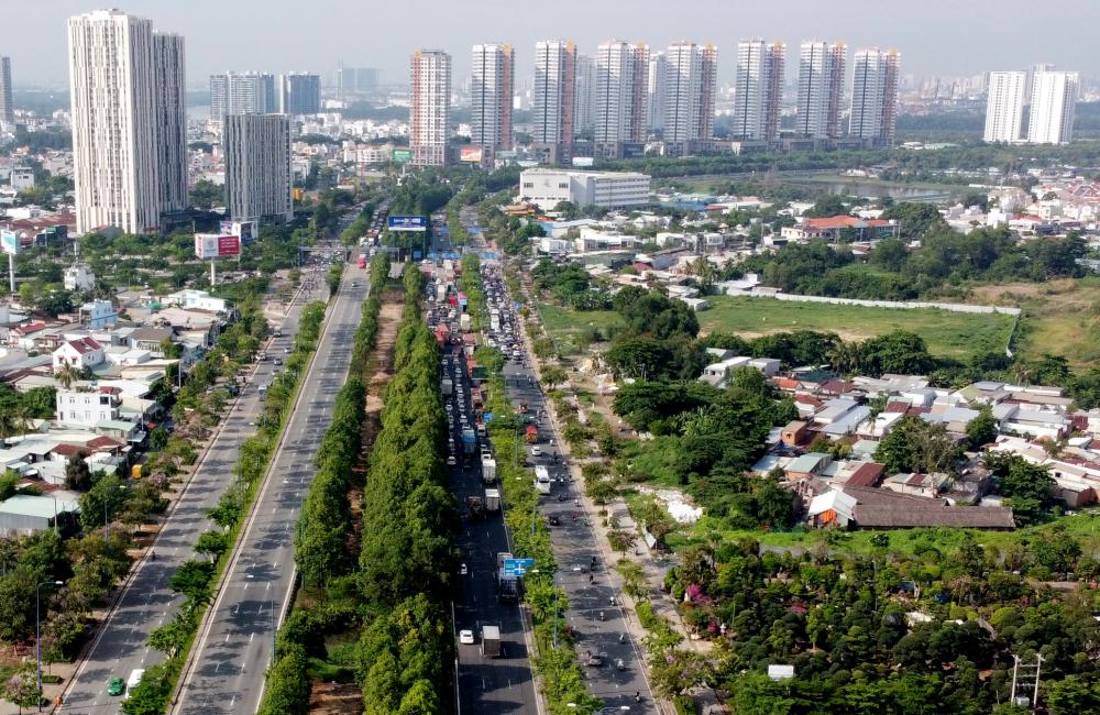NGT nằm trên cung đường huyết mạch của thành phố Thủ Đức, từ đây đi có thể đi theo Mai Chí Thọ về hầm vượt sông Sài Gòn để đến Quốc lộ 1