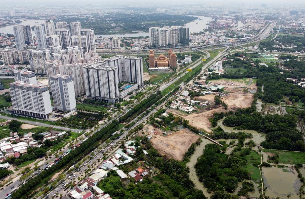 Hoặc đi theo hướng ngã ba Cát Lái, theo xa lộ Hà Nội về Bình Dương, Biên Hòa...