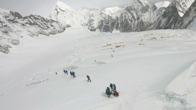 Ca nhiễm COVID-19 đầu tiên đã được phát hiện tại Trại căn cứ Everest ngay sau khi Nepal mở cửa trở lại hoạt động leo núi - Ảnh: Getty images