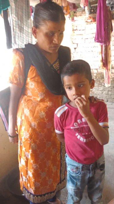 Gia đình của đứa trẻ rất khó khăn, với người mẹ khiếm thị