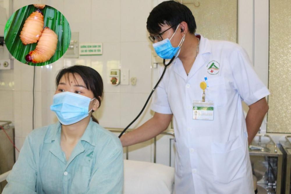 Bác sĩ Phạm Văn Dương thăm khám cho bệnh nhân