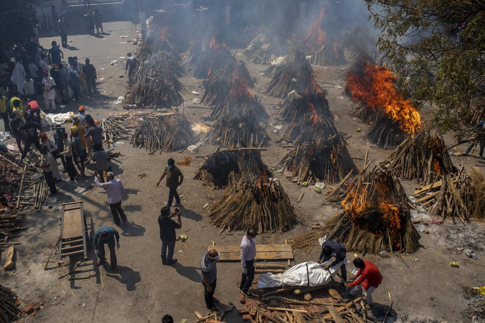 Các lò hỏa táng tại Ấn Độ luôn trong tình trạng quá tải khi số người chết tăng cao đột biến.