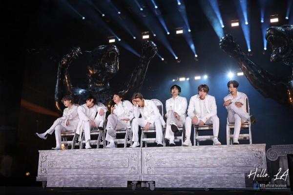 Thiết kế sân khấu ấn tượng trong chuyến lưu diễn LOVE YOURSELF: SPEAK YOURSELF của BTS tại Riyadh, Saudi Arabia