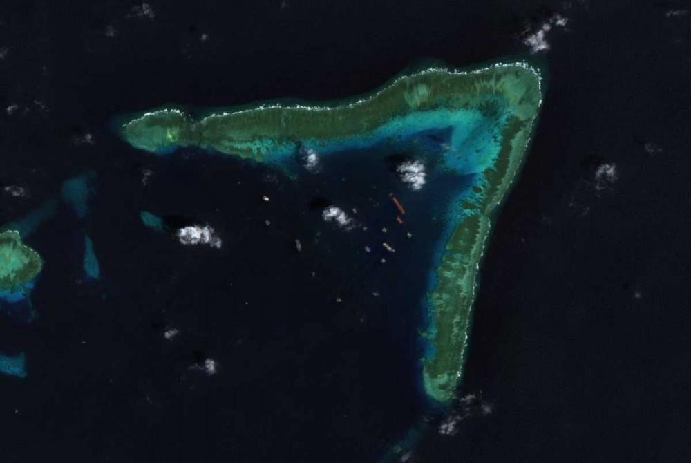 Hình ảnh vệ tinh cho thấy Trung Quốc điều động đội dân quân biển của mình đến khu vực rạn Đá Ba Đầu thuộc quần đảo Trường Sa và khu vực phía tây bờ biển Philippines