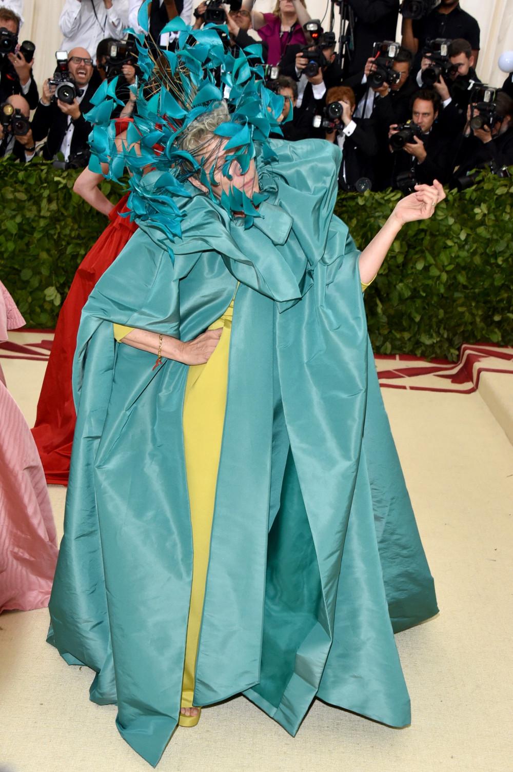 Bộ trang phục kỳ quái của nữ diễn viên tại Met Gala 2018.