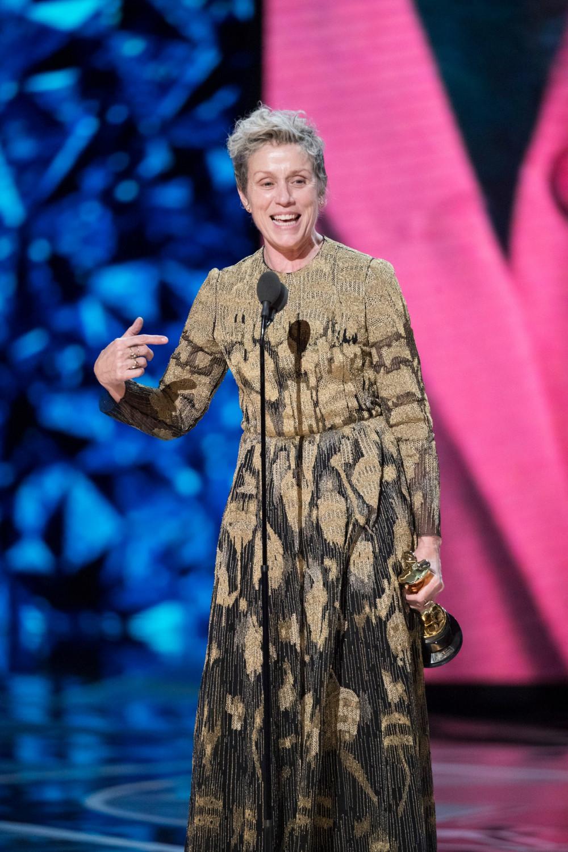 Frances McDormand mặt mộc, phát biểu nhận giải Oscar 2018.