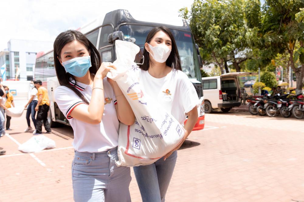 Hoa hậu Việt Nam 2018 (phải) cùng á hậu Diễm Trang