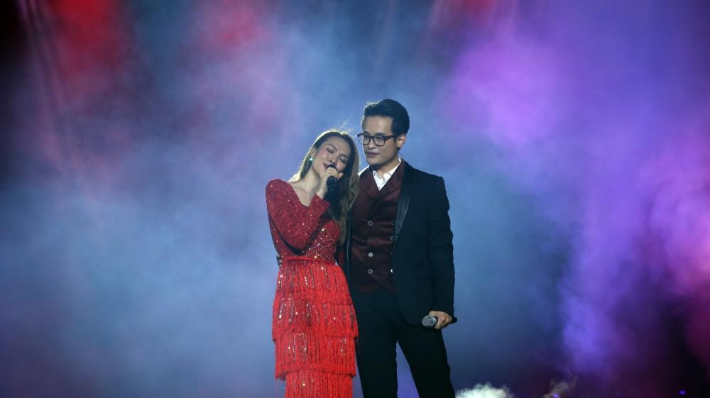 Mỹ Tâm dịu dàng hát bên cạnh Hà Anh Tuấn