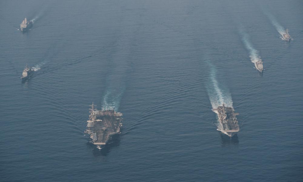 Nhóm tàu Roosevelt (trái) và Makin Island diễn tập trên Biển Đông hôm 9/4 - Ảnh: US Navy