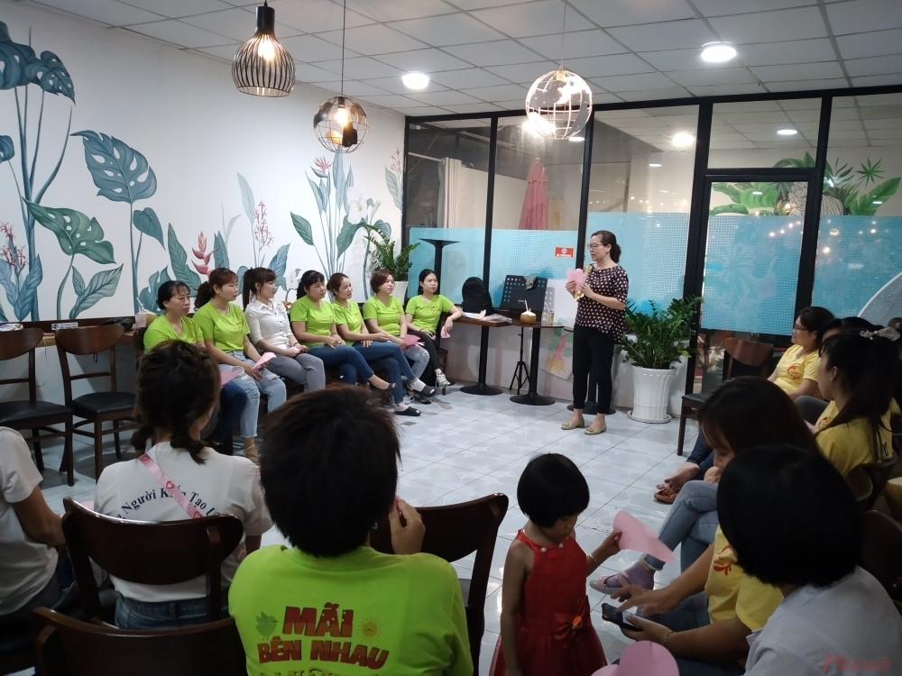 Các buổi tập huấn, truyền thông nâng cao nhận thức về quyền của phụ nữ và phòng chống QRTD nơi làm việc đã giúp nữ công nhân trở nên tự tin hơn để nói lên tiếng nói của mình - Ảnh: Nguyễn Thuận