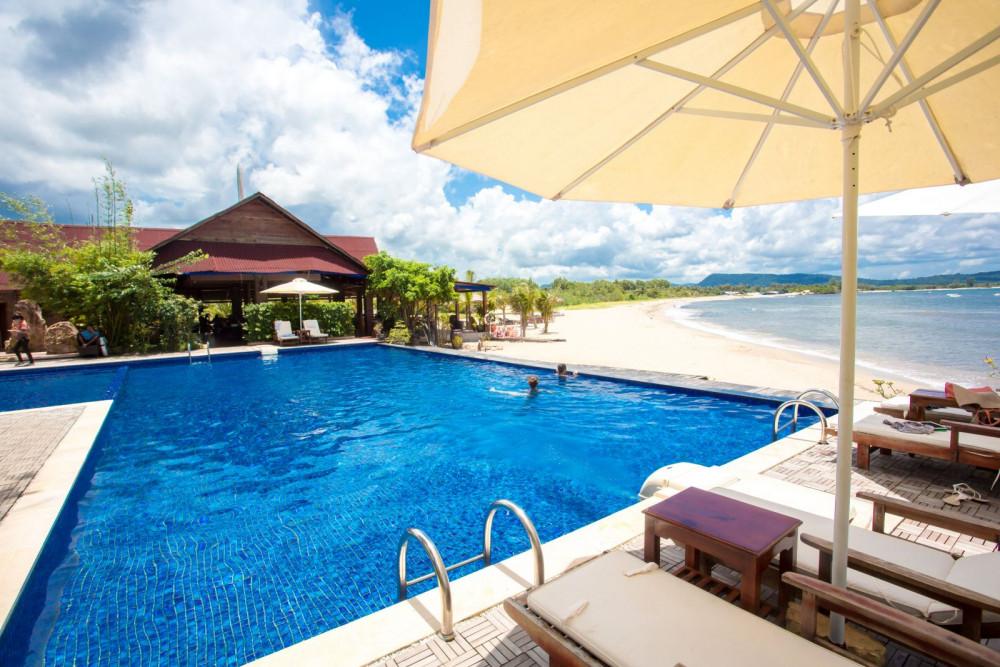 Chez Carole Beach Resort có bãi biển riêng vô cùng yên tĩnh. Ảnh: Traveloka