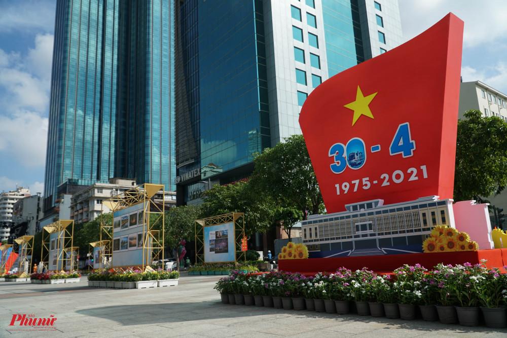 Một đoạn đường trên phố đi bộ Nguyễn Huệ đã được sử dụng phục vụ triển lãm