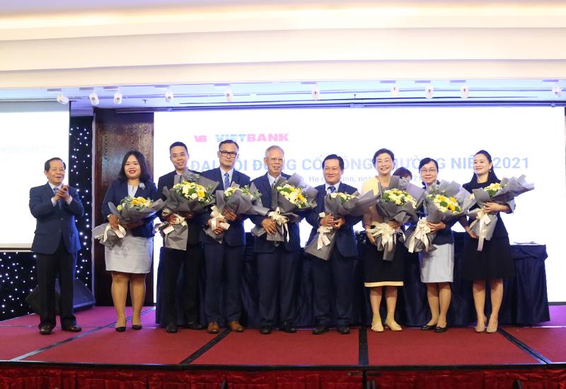Các thành viên trúng cử hội đồng quản trị và ban kiểm soát nhiệm kỳ 2021-2025. Ảnh: Vietbank