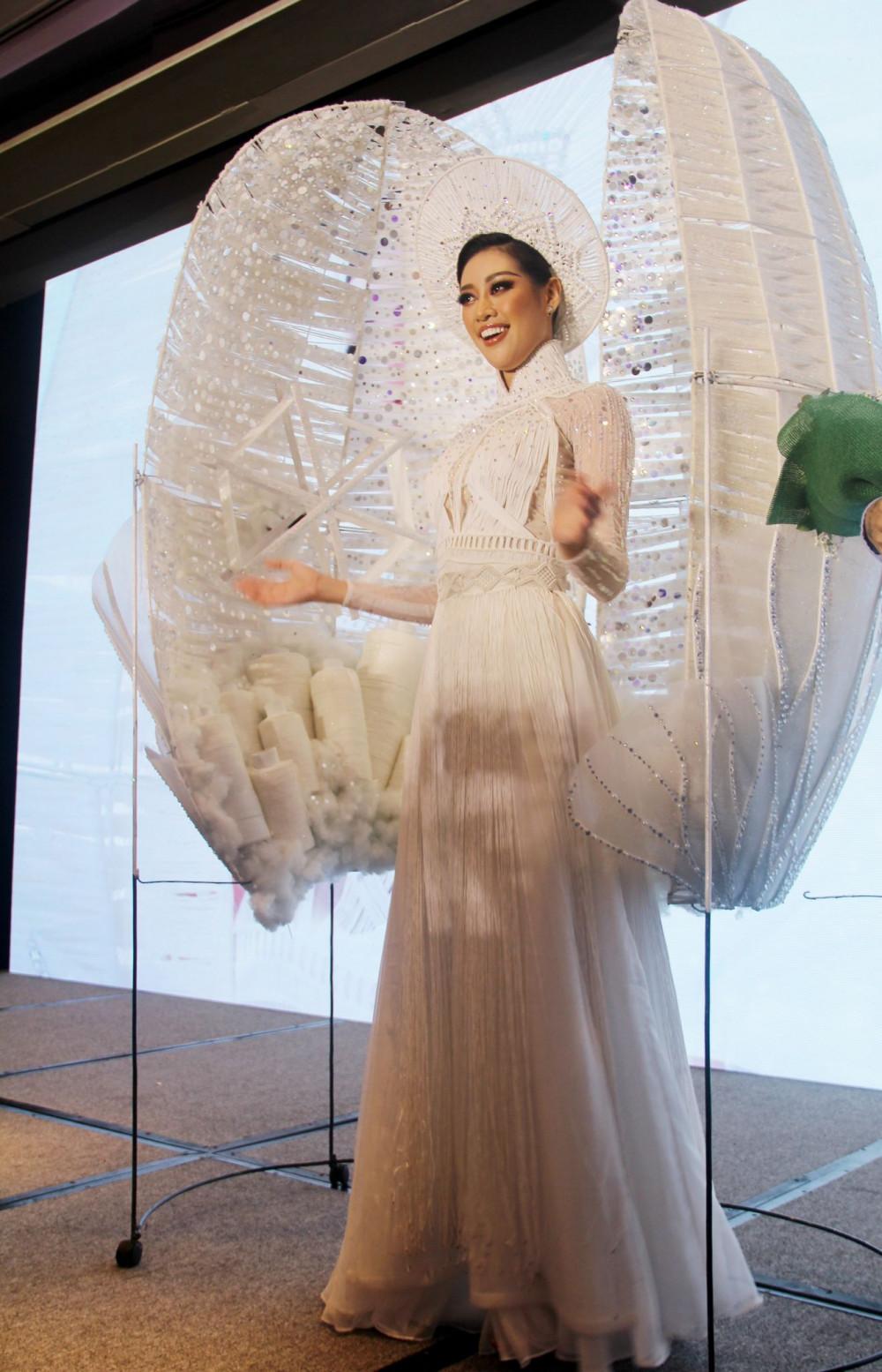 Khánh Vân và bộ trang phục mang tên Kén em