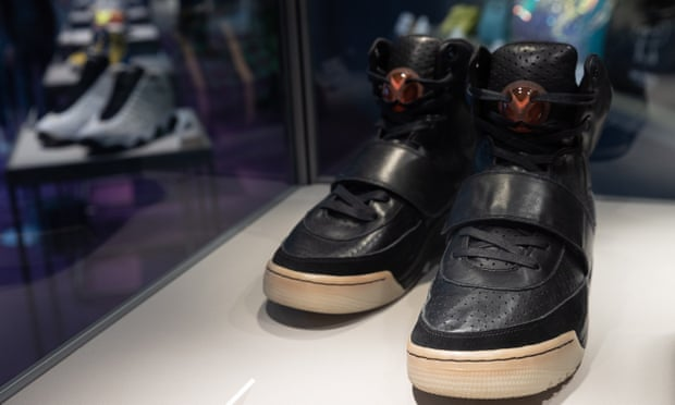 Cận cảnh đôi giày Nike Air Yeezy 1 được bán với giá 1,8 triệu USD.
