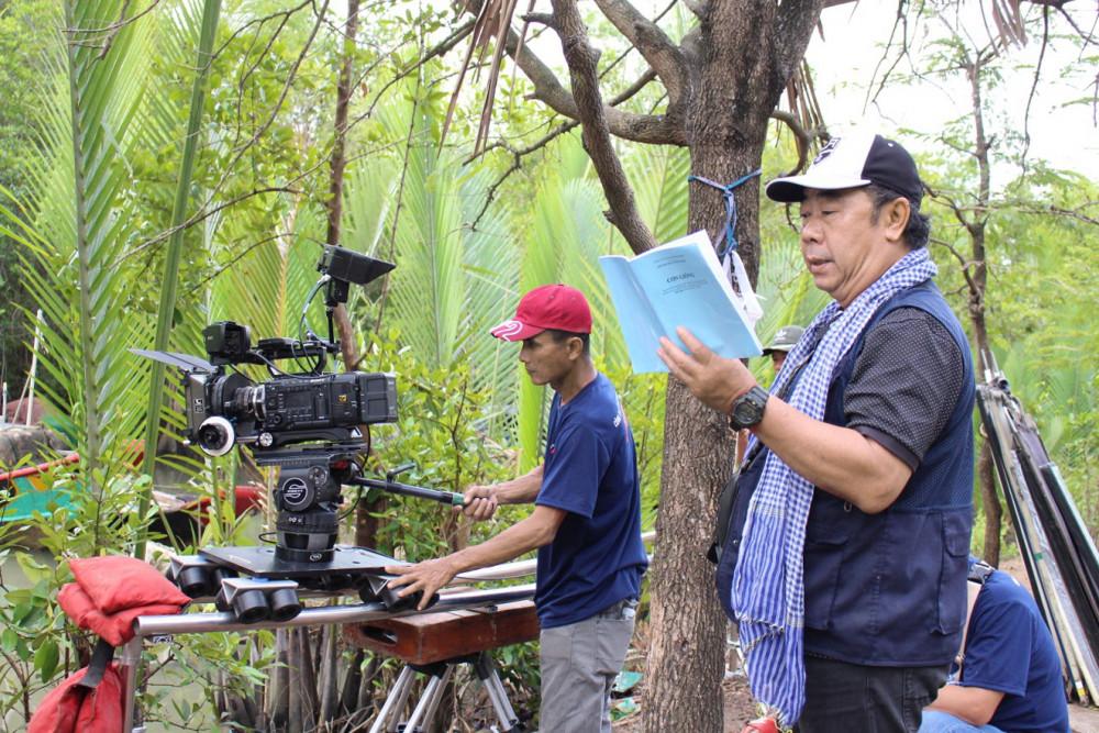 Đạo diễn Trần Ngọc Phong tại phim trường