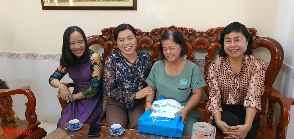 Đoàn tiếp tục đến thăm gia đình Anh hùng lực lượng vũ trang Nhân dân Nguyễn Thị Oanh