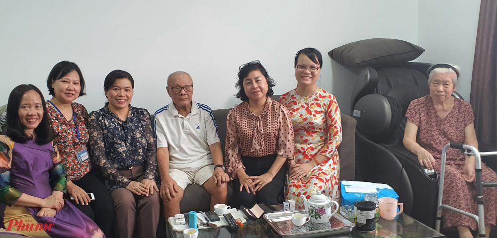 Đoàn đến tham gia đình chú Phạm Trương là lão thành cách mạng tại huyện Nhà Bè