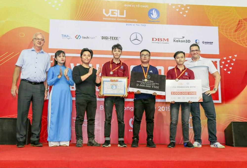 Năm vừa qua, sinh viên Trường đại học Nguyễn Tất Thành đã chinh phục nhiều giải thưởng, cuộc thi danh giá về nghiên cứu khoa học, học thuật và thể dục thể thao