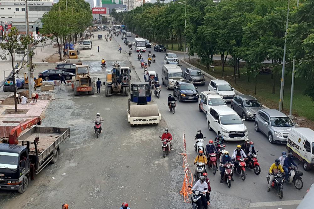 Tại tuyến đường này,trong 3,2km toàn dự án, đoạn từ đường Tôn Đức Thắng đến cầu Thủ Thiêm dài gần 2km đã sửa xong toàn bộ. Đoạn còn lại hơn 1km, từ cầu Thủ Thiêm đến cầu Sài Gòn bị lún nặng được nâng nền 50cm đến 1,2m và lắp hệ thống thoát nước.  Hiện nay, rào chắn trên đoạn gần 1,5km từ tòa nhà The Manor đến cầu Sài Gòn đã được tháo dỡ. Một nửa đường có hướng lưu thông từ cầu Sài Gòn vào trung tâm TP đã thi công hoàn thiện, cho xe chạy bình thường.