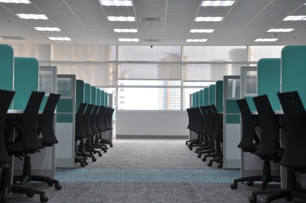 58% những người được khảo sát cho biết họ sẽ tìm một công việc mới nếu phải quay lại văn phòng làm việc - Ảnh: Unsplash/kate.sade