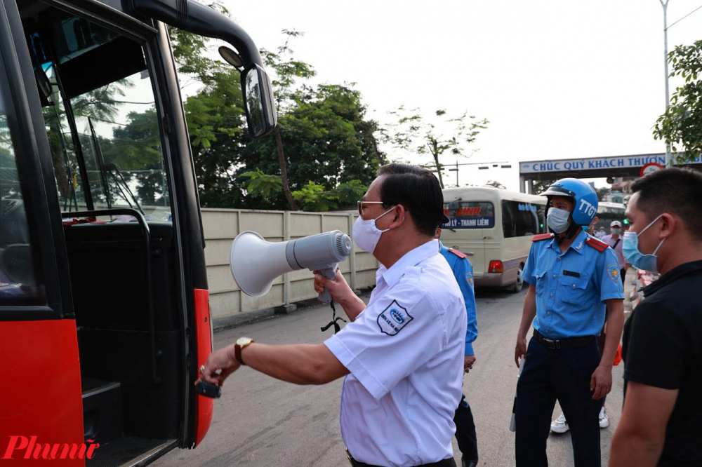 Thanh tra giao thông và CSGT được tăng cường để đảm bảo không xảy ra tình trạng nhồi nhét quá tải.