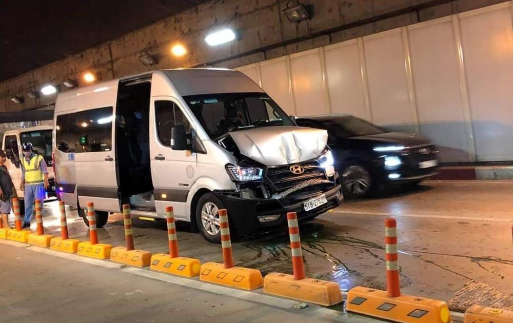 Một phương tiện trong vụ tai nạn liên hoàn ở hầm vượt sông Sài Gòn. Ảnh: H.T
