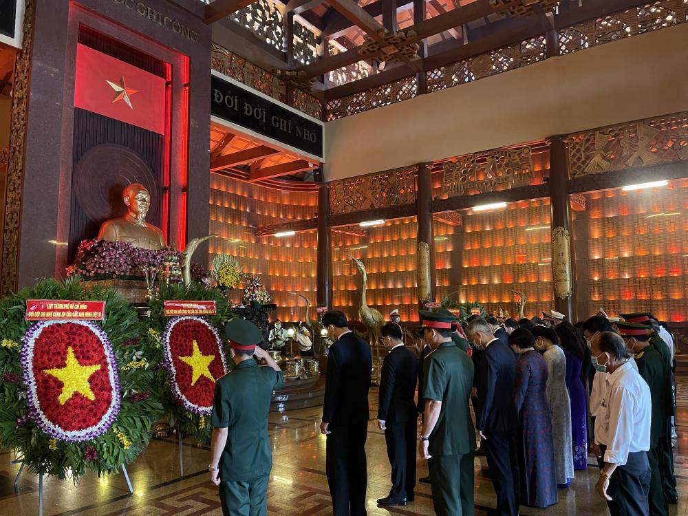 Đời đời nhớ ơn những bậc anh hùng đã đấu tranh vì một Việt Nam độc lập, hùng cường, tiến bộ hôm nay.