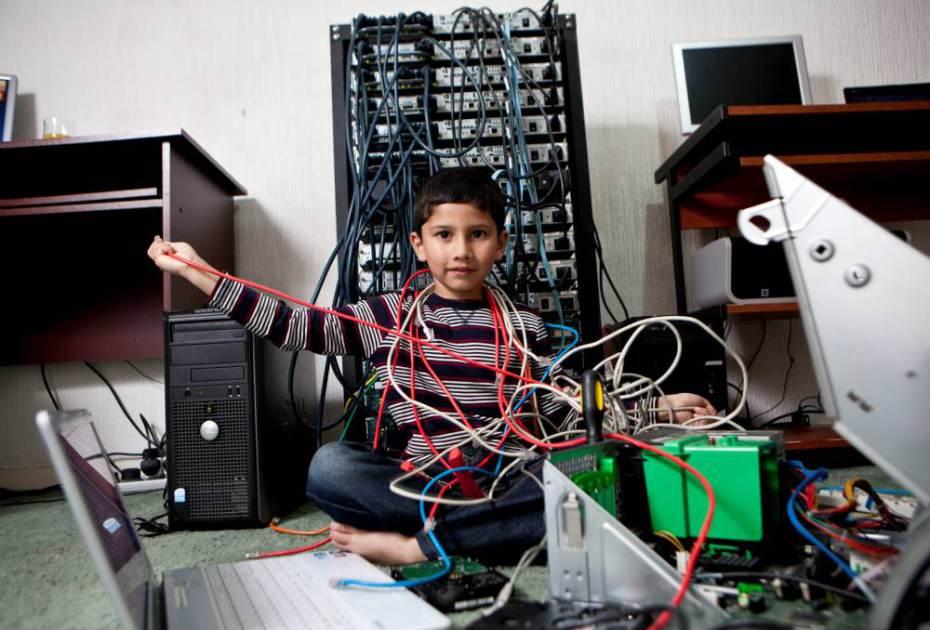 Chỉ trước đó một tháng, kỷ lục này được cậu bé người Anh Ayan Qureshi 5 tuổi nắm giữ