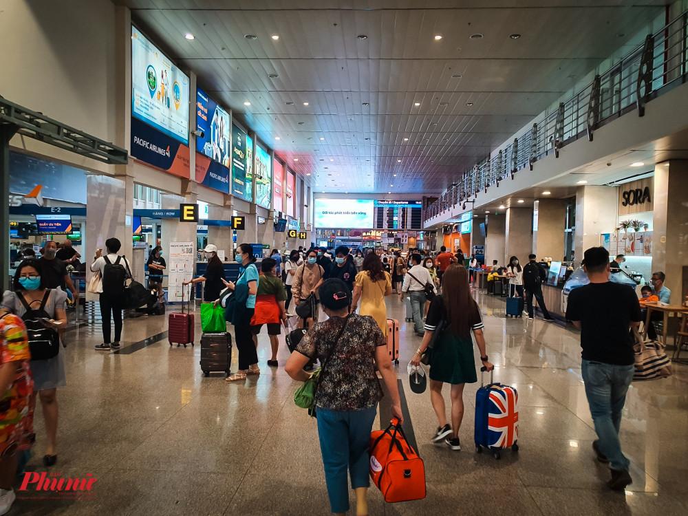 Tại sân bay Tân Sơn Nhất, đã không còn tình trạng chen chút như những ngày trước