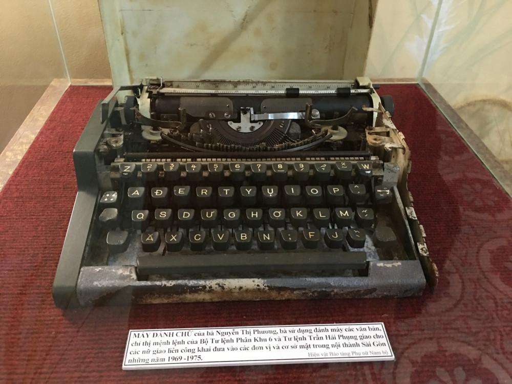 Chiếc máy đánh chữ của bà Nguyễn Thị Phương, bà sử dụng đánh máy các văn bản, chỉ thị mệnh lệnh của Bộ Tư lệnh Phân khu 6