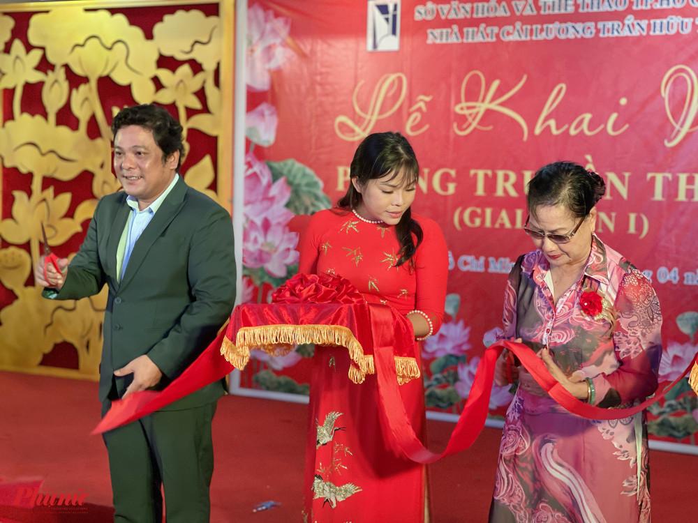 Ông Phan Quốc Kiệt (Giám đốc Nhà hát Cải lương Trần Hữu Trang) và NSND Thanh Vy (