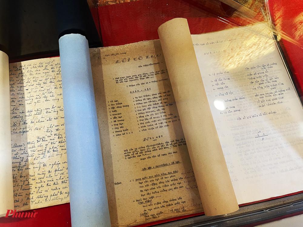 Kịch bản Đời cô Lựu của cố soạn giả Trần Hữu Trang đã nhuốm màu thời gian lên những trang giấy.