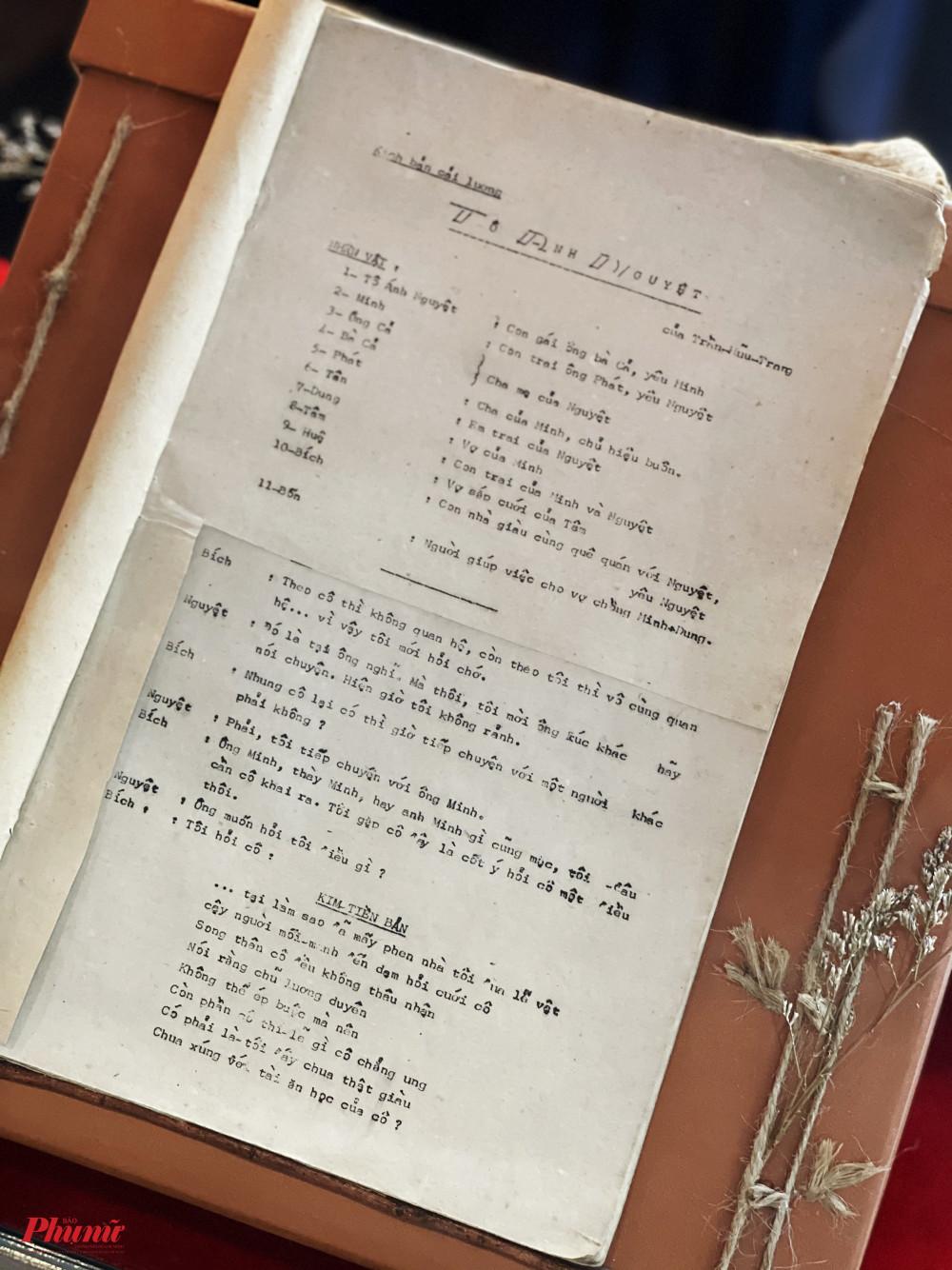 Nhắc đến sự nghiệp rực rỡ của soạn giả Trần Hữu Trang cũng không thể quên đi kịch bản Tô Ánh Nguyệt. Vở diễn này đã góp phần làm nên tên tuổi của rất nhiều nghệ sĩ như: NSND Bạch Tuyết, NSND Lệ Thuỷ, NSND Minh Vương...