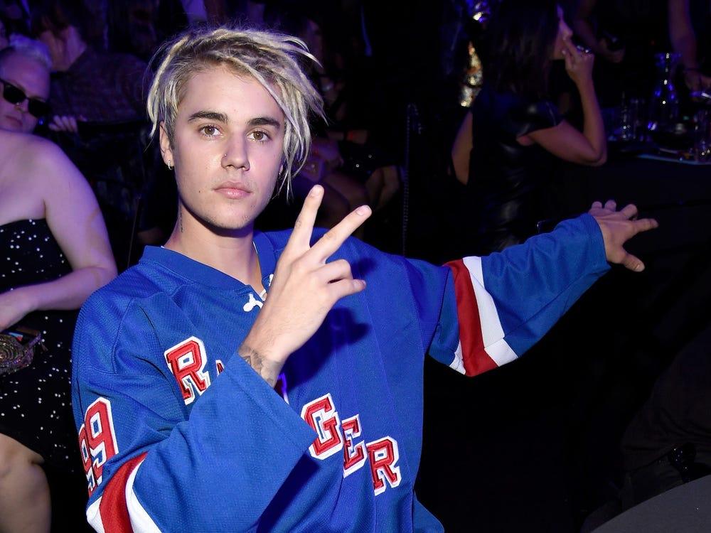 Năm 2016, Justin Bieber cũng từng bị chỉ trích vì kiểu tóc xoăn đặc trưng của người da màu..