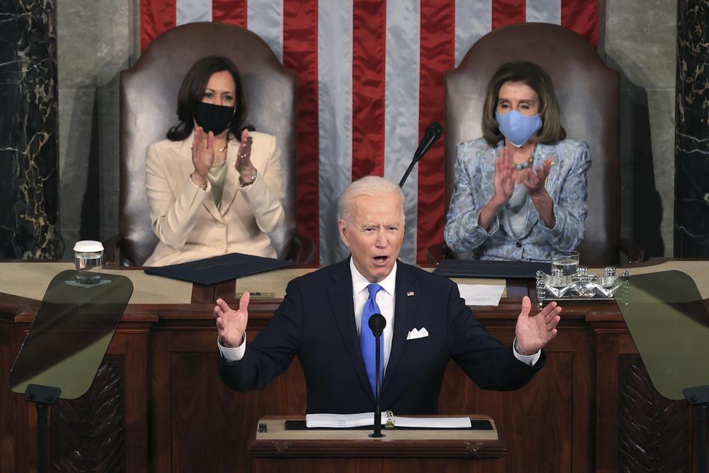 Lần đầu tiên, phía sau Tổng thống Mỹ là sự hiện diện của hai người phụ nữ