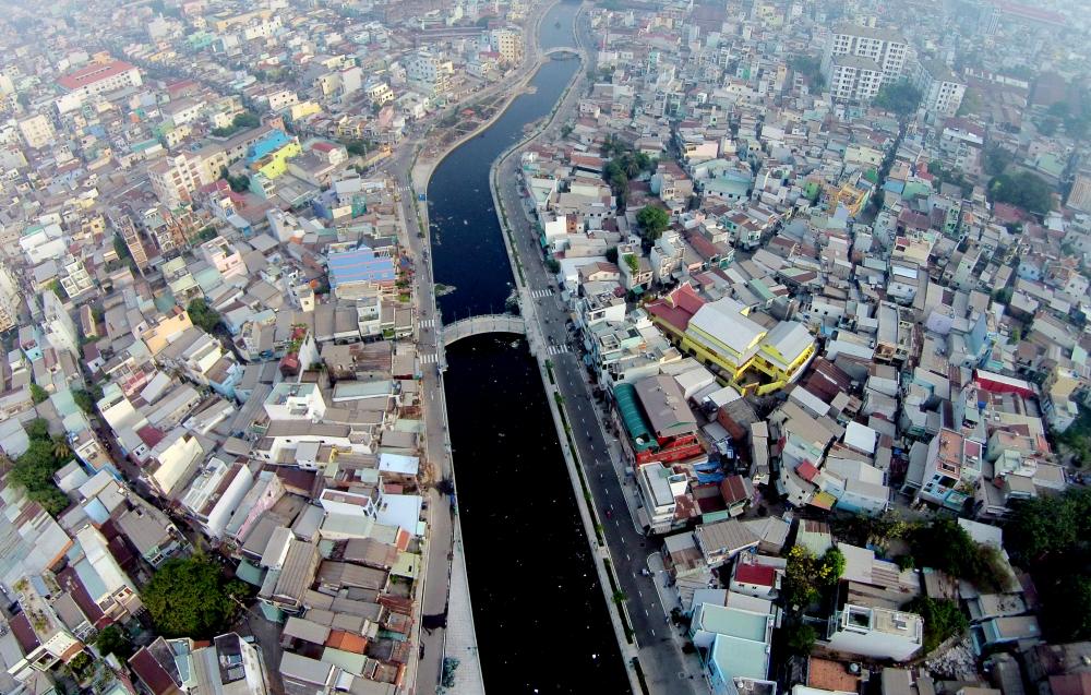 Sau kênh Nhiêu Lộc - Thị Nghè, kênh Tân Hóa - Lò Gốm qua quận 6, 11, Tân Bình, Tân Phú cũng từng là một dòng kênh chết vì  ô nhiễm trầm trọng đã được TPHCM đầu tư dự án để 'hồi sinh'. Dự án sau khi hoàn thành năm 2015,cải thiện cuộc sống của người dân khi giải quyết chống ngập nước nhiều tuyến đường ở Q.6, Q.11. Q.Tân Bình, Q.Tân Phú…
