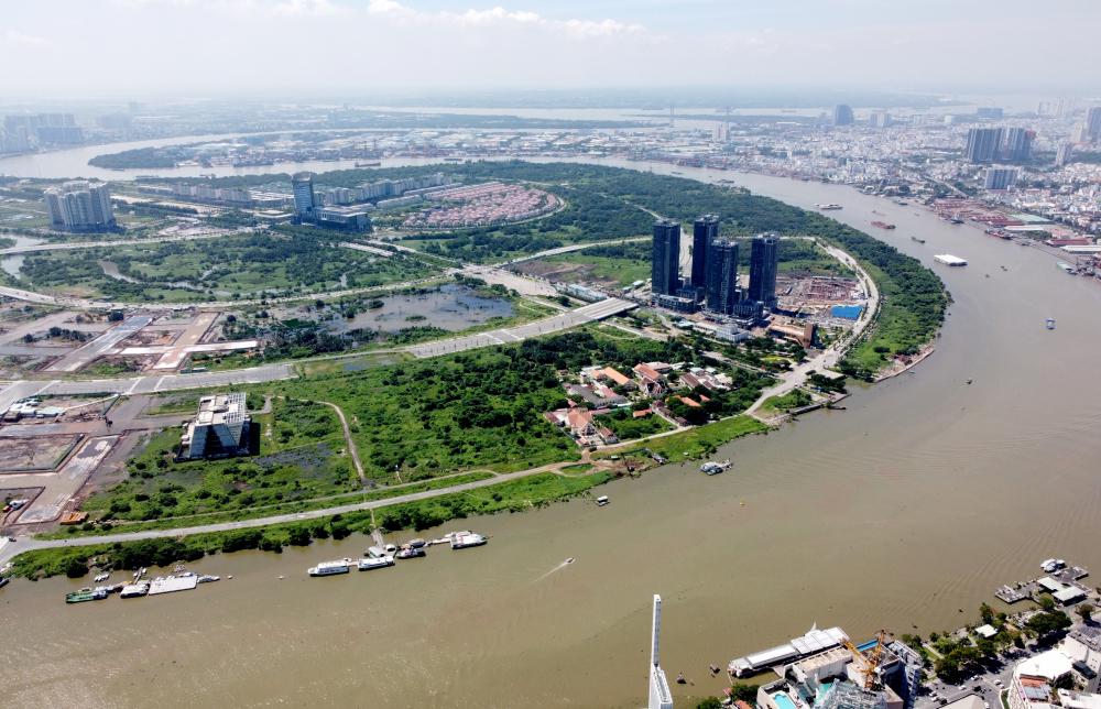 Về chính sách phát triển, dự án Khu đô thị mới Thủ Thiêm là điểm nhấn chính và cũng là tâm huyết nhất qua các thời kì phát triển của TPHCM. được triển khai quy hoạch từ năm 1996, rộng 930 ha nằm bên bờ Đông sông Sài Gòn, cách trung tâm quận 1 chừng 300 m đường chim bay. Đây là khu đô thị hiện đại và mở rộng của TP HCM, được kỳ vọng đẹp nhất Đông Nam Á.Dự án này đến nay đã cơ bản có diện mạo của một trung tâm kinh tế mới của TPHCM và là động lực phát triển chính của Thành phố Thủ Đức trong những năm tới.