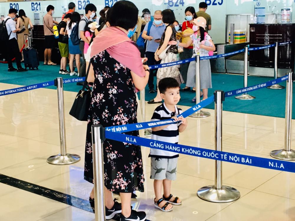 hiều gia đình có con nhỏ bắt đầu chuyến du lịch trong những ngày nghỉ lễ.