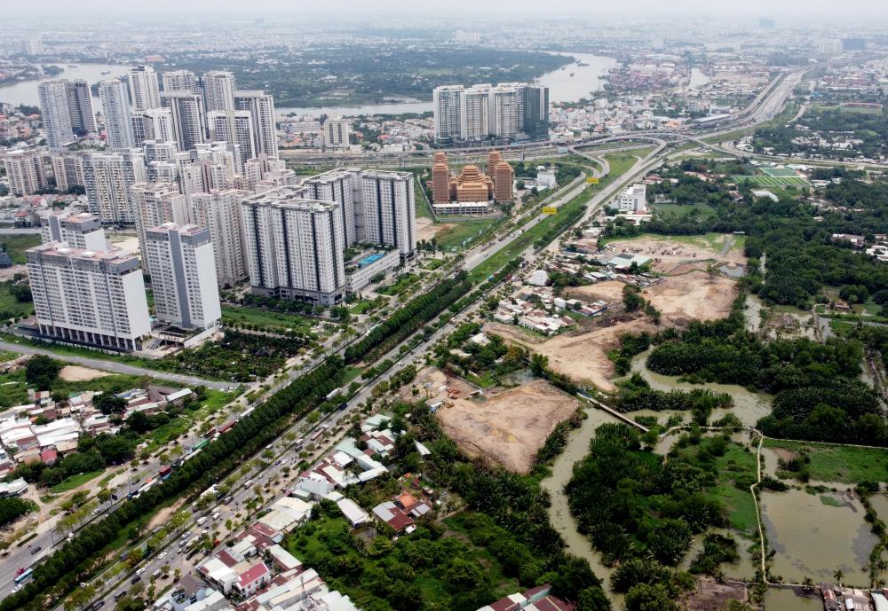Trục đại lộ này có tầm quan trọng bật nhất thành phố khi kết nối được hành lang Đông - Tây của TPHCM