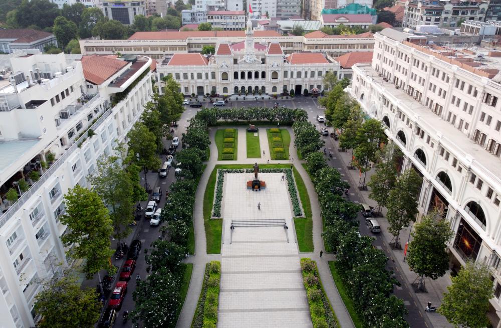 Một trong những công trình nổi bật, được người dân thành phố yêu thích là phố đi bộ Nguyễn Huệ, quận 1.