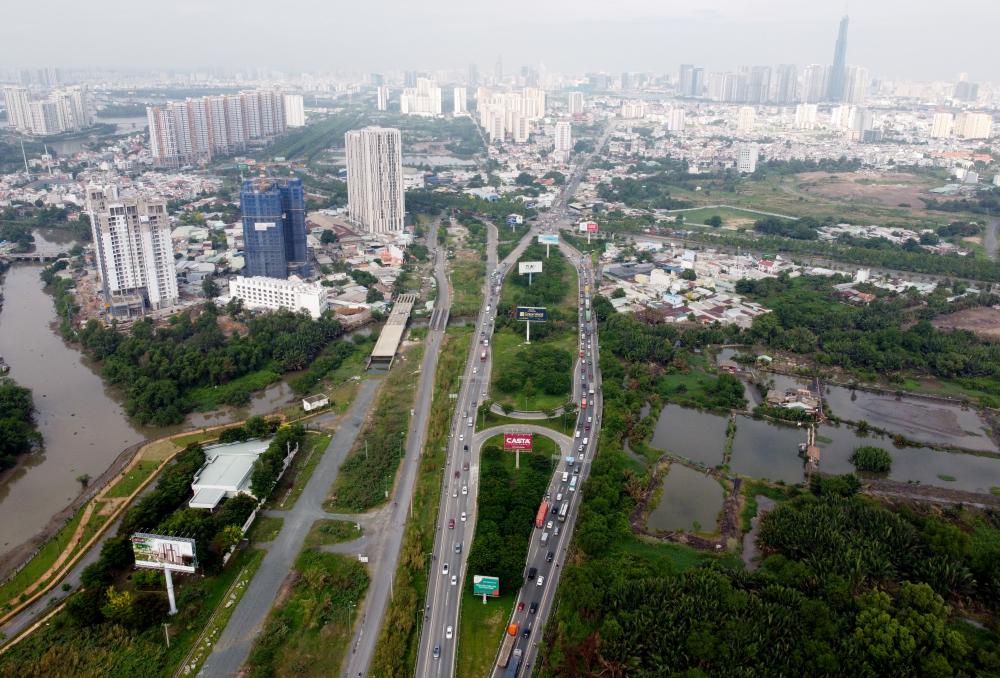 Tuyến đường cao tốc bắt đầu từ nút giao thông An Phú (Thành phố Thủ Đức) tới nút giao thông Dầu Giây (tỉnh Đồng Nai), giúp rút ngắn khoảng cách từ TP HCM tới các tỉnh miền Đông như Bà Rịa - Vũng Tàu, Đồng Nai, Bình Phước... rất nhiều so với trước.