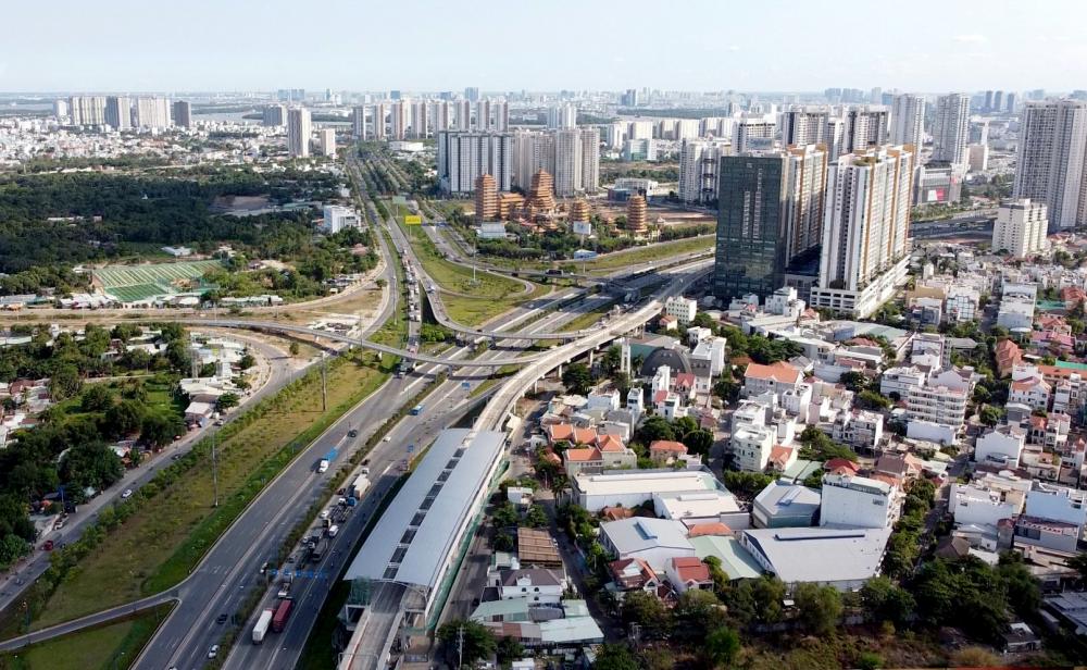 Bên cạnh đó, cùng với các dự án khác đã hoàn thành, đặc biệt là cao tốc TPHCM - Long Thành - Dầu Giây cùng trục đại lộ Mai Chí Thọ - hầm vượt sông Sài Gòn - đại lộ Võ Văn Kiệt